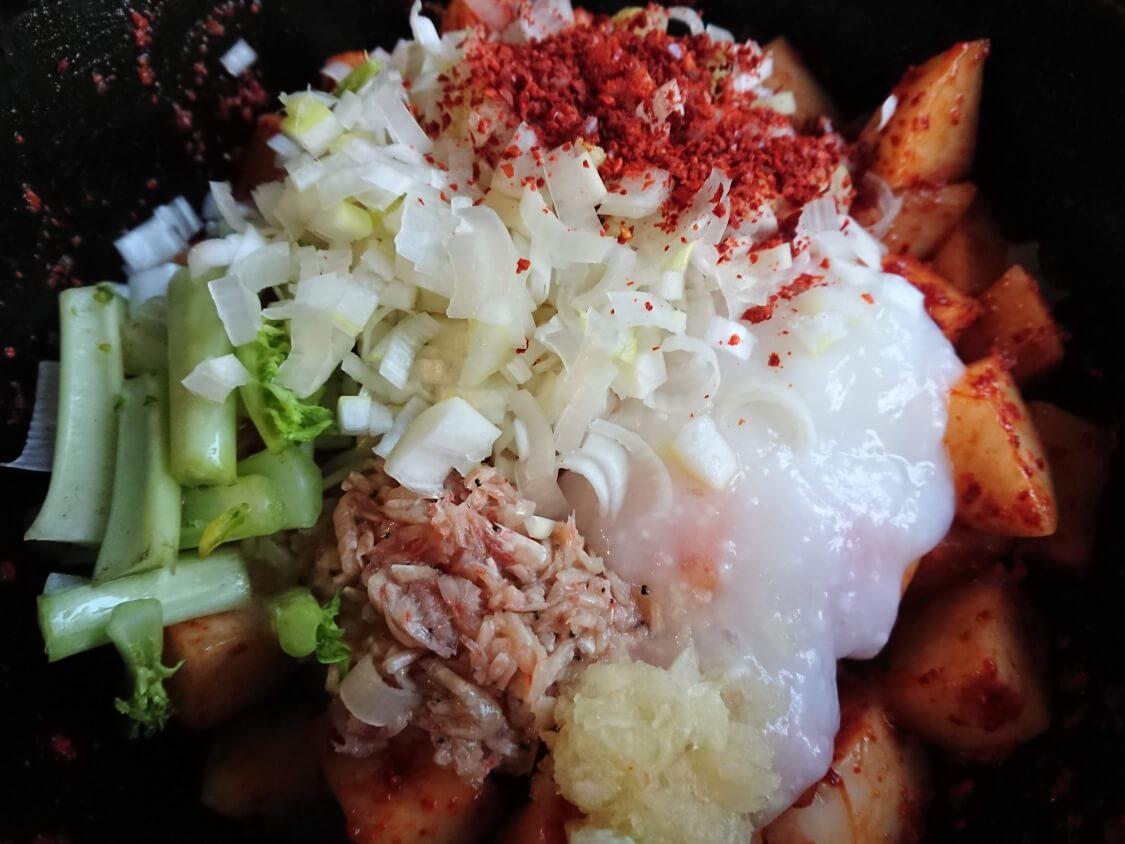 カクテキの韓国人気レシピ。和える