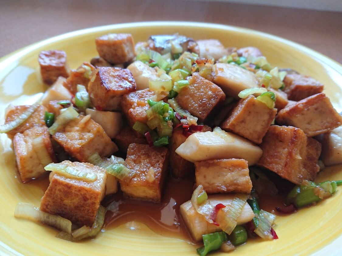 豆腐とキノコの甘辛×ピリ辛炒め。韓国の人気レシピ