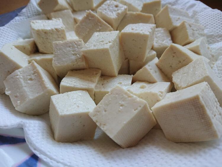 豆腐とキノコの甘辛×ピリ辛炒め。韓国の人気レシピの材料