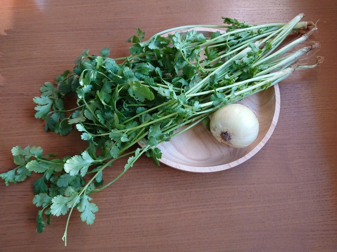 パクチーと新玉ねぎのピリ辛和えのレシピ材料