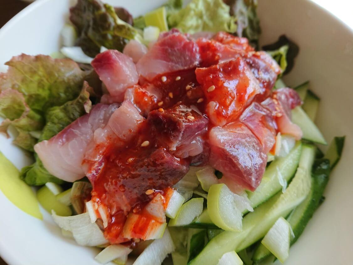 韓国の海鮮ユッケ丼の完成。マグロでもOK