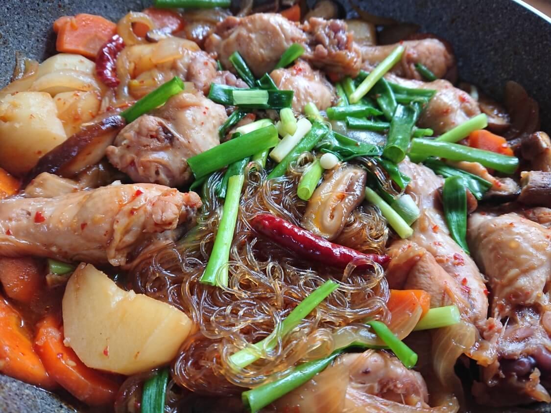 鶏肉の甘辛煮(韓国料理チムタク)の完成