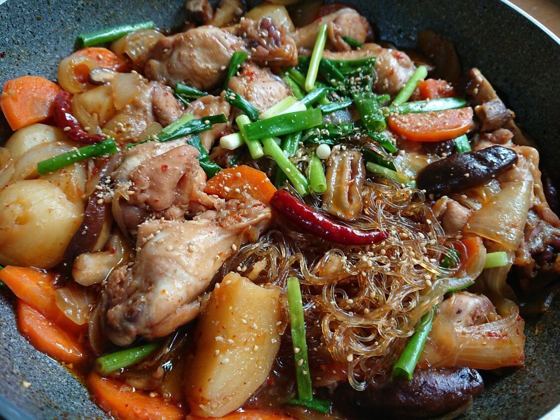 鶏肉の甘辛煮(韓国料理チムタク)