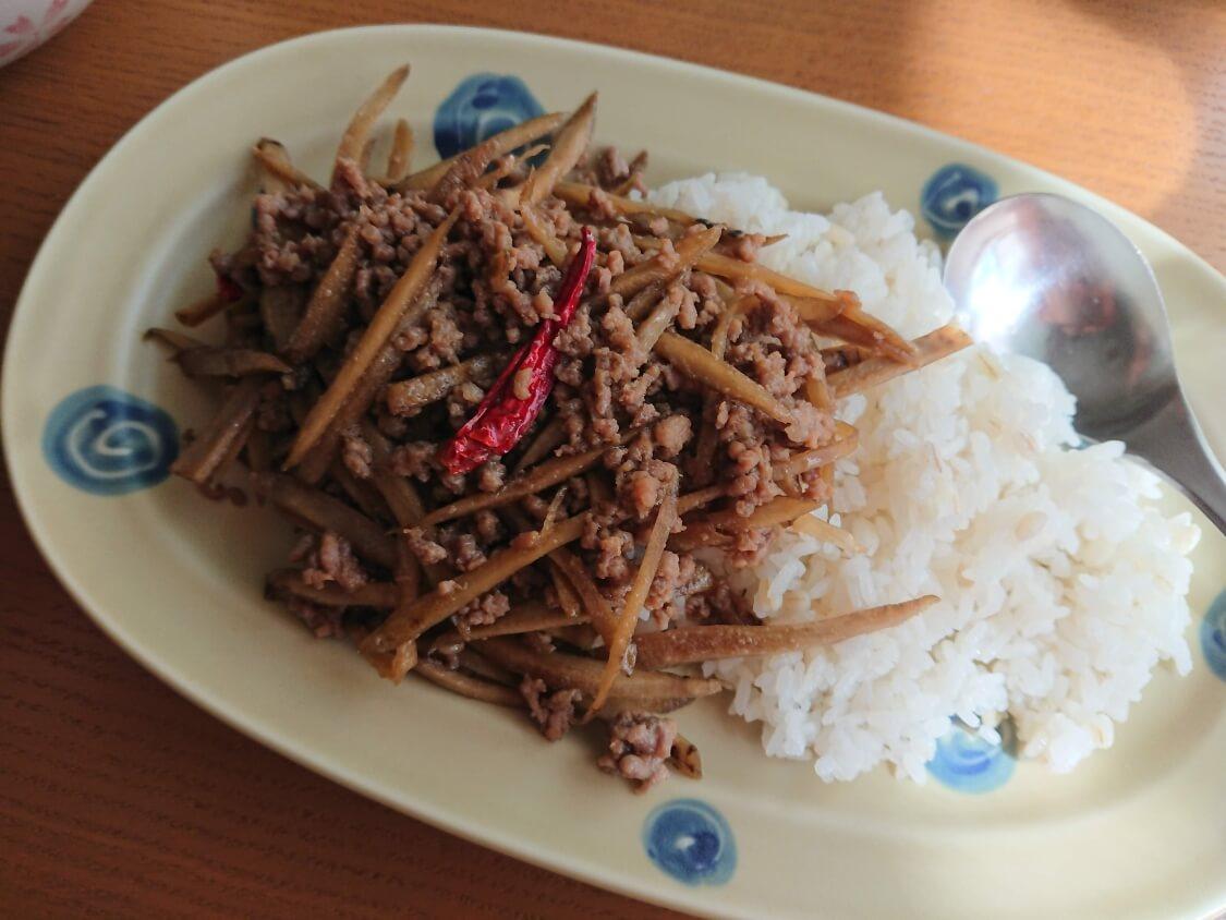 ごぼうと豚肉のしぐれ煮(甘辛煮)の丼ぶり