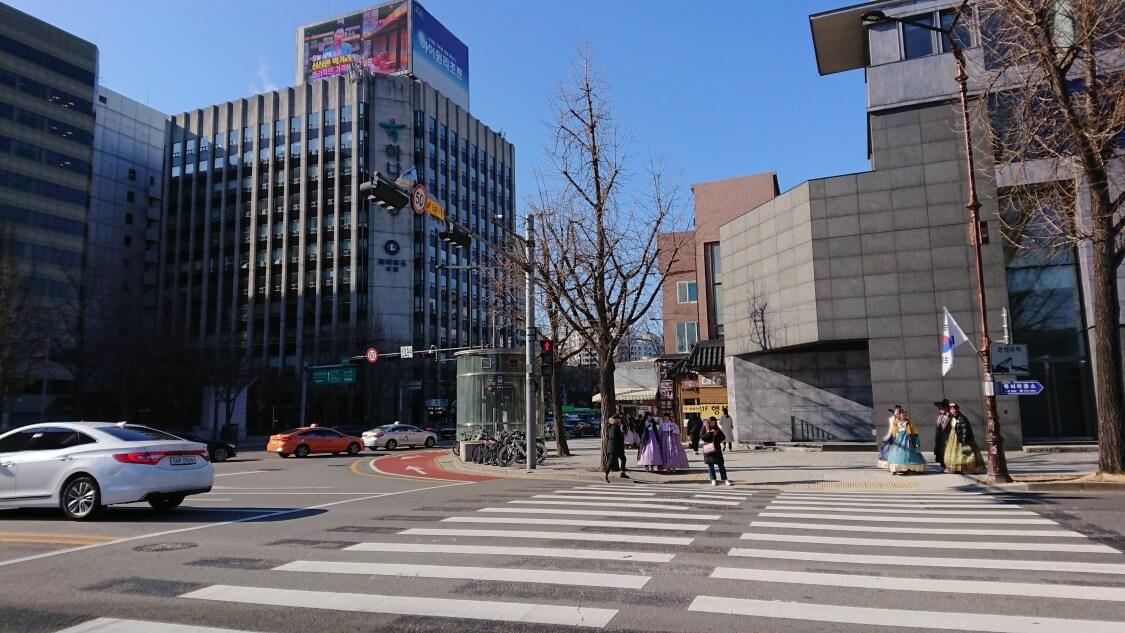 景福宮近くのレストランへ