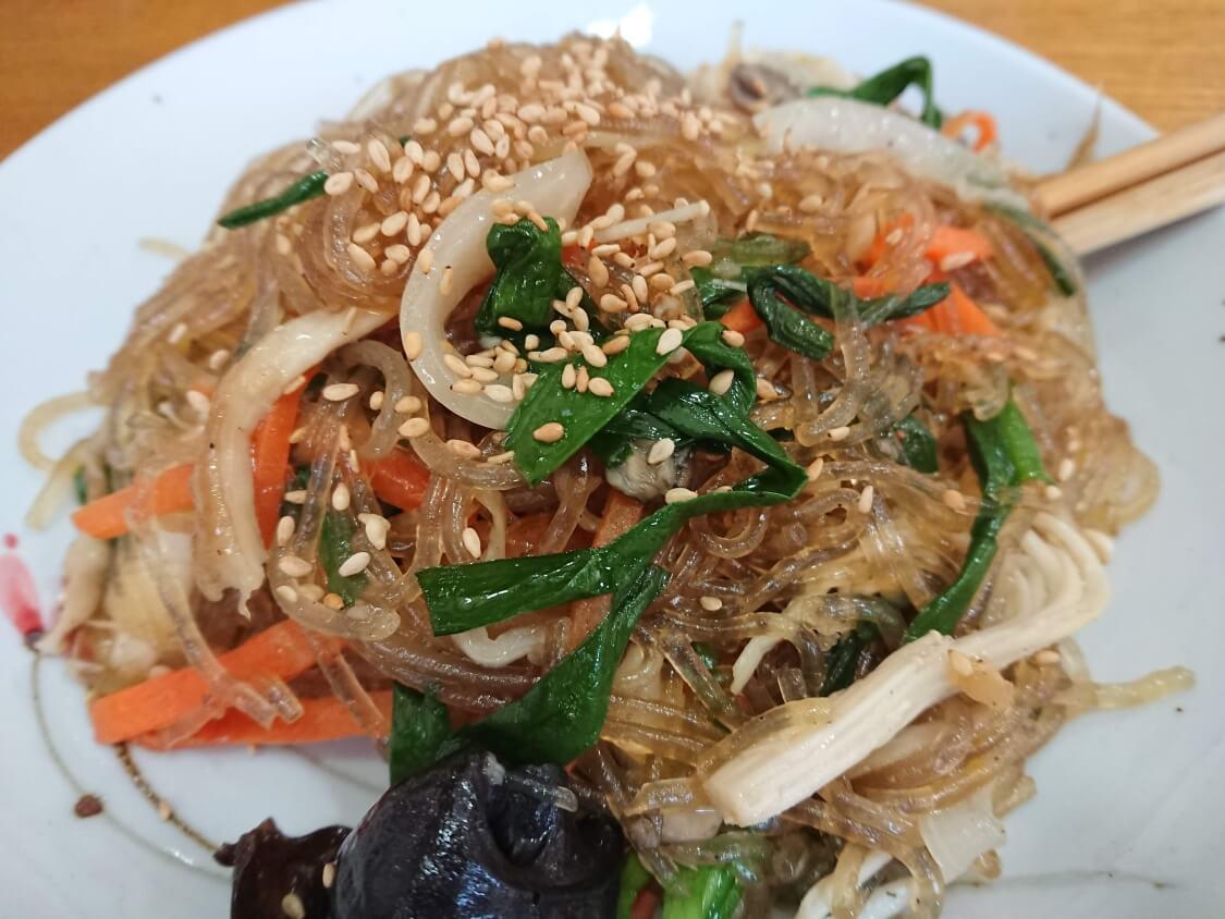 景福宮近くでランチ。韓定食屋さんのコース料理。チャプチェ