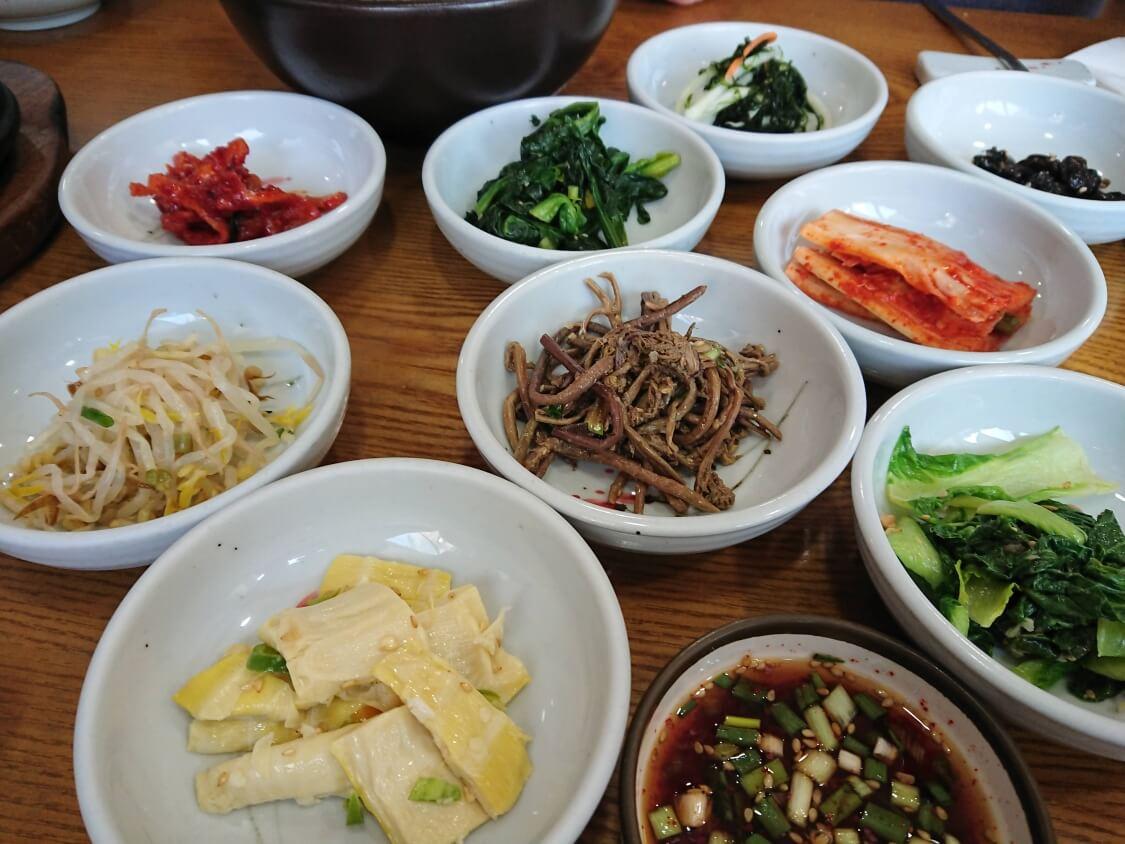景福宮近くでランチ。韓定食屋さんのコース料理