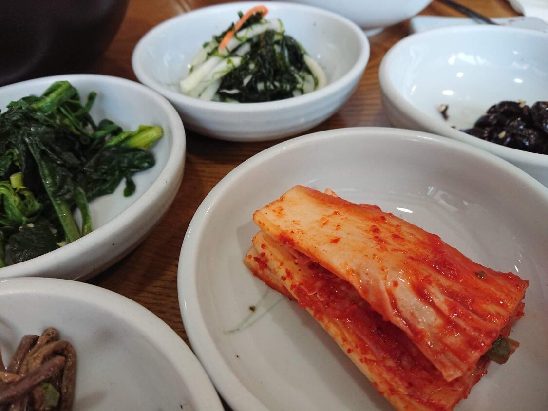 景福宮近くでランチ。韓定食屋さんのおかず