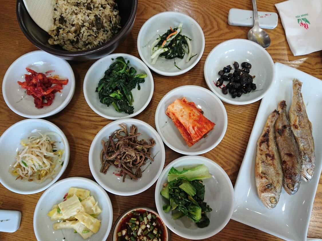 韓国ソウルの景福宮(キョンボックン)の近くで食事