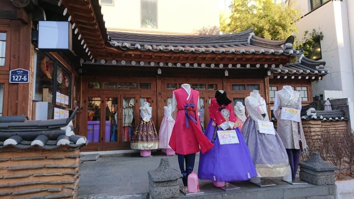 韓国ソウルの景福宮(キョンボックン)を観光。チマチョゴリのレンタル