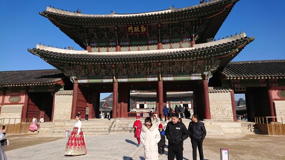 韓国ソウルの景福宮(キョンボックン)の正門