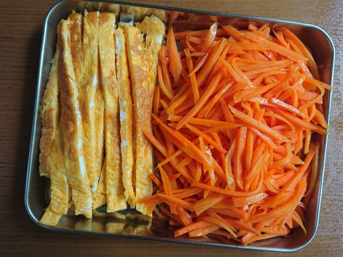 韓国の海苔巻きキンパの簡単レシピ。人参炒め
