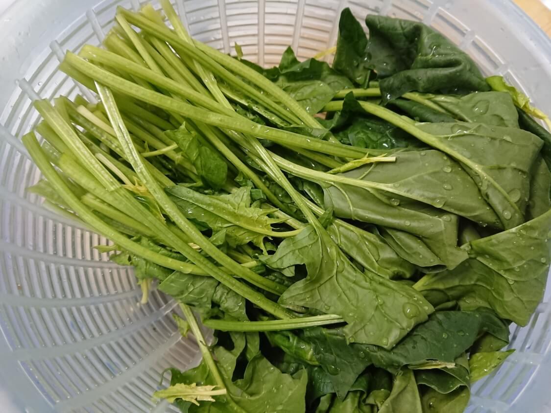 韓国の海苔巻きキンパの簡単レシピ。ほうれん草のナムル
