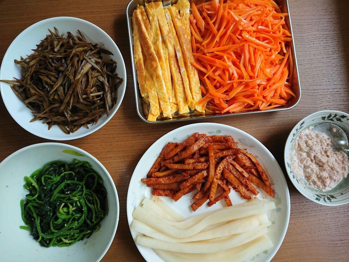 韓国の海苔巻きキンパの簡単レシピ。入る具材