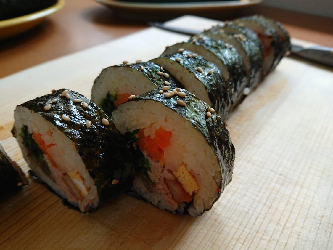 韓国の海苔巻きキンパの簡単レシピ。切り方