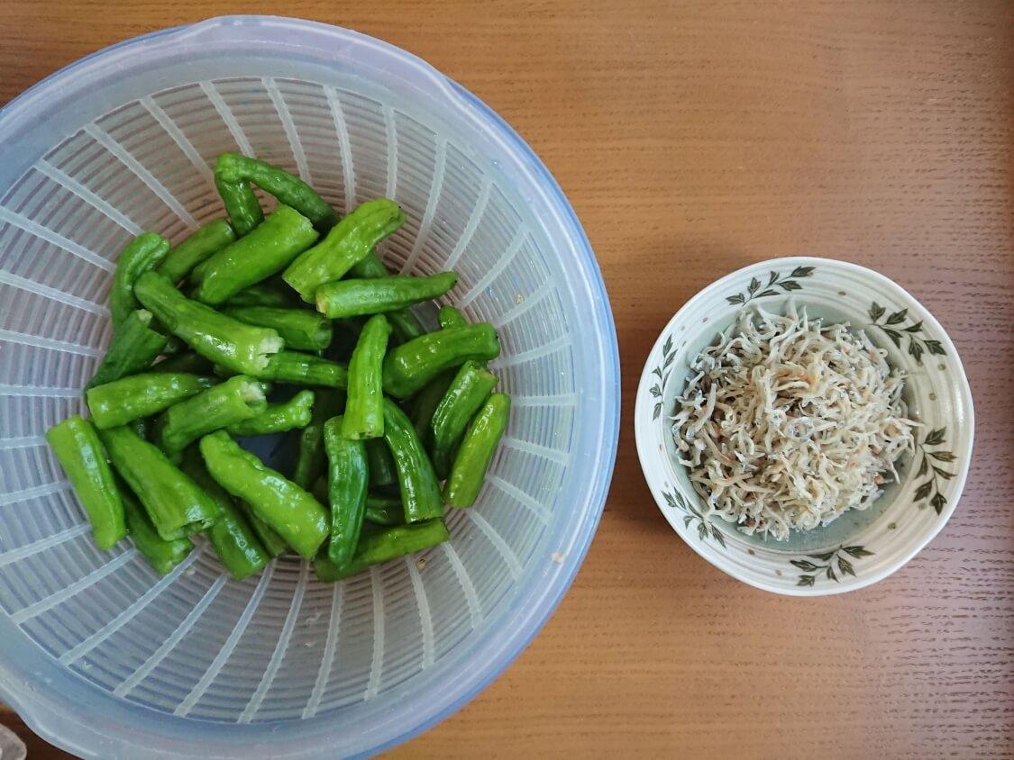 ししとうとちりめんじゃこの甘辛煮。韓国のレシピ材料