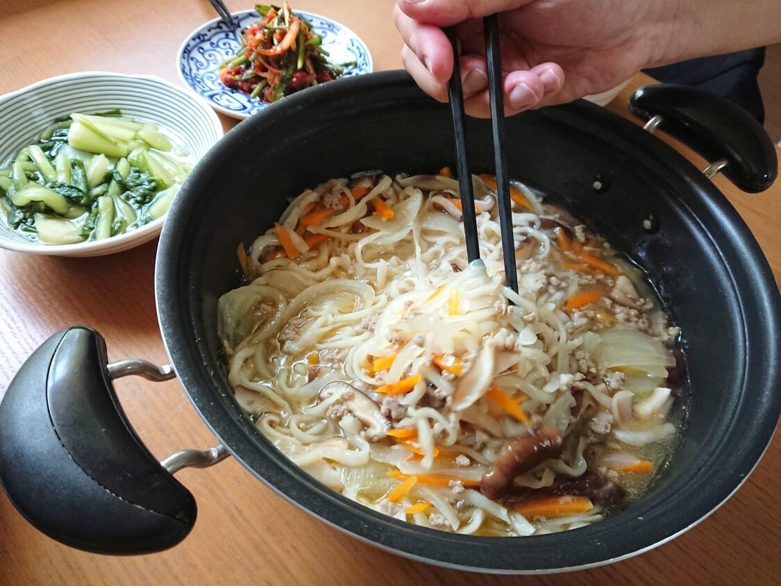 ひき肉うどん。韓国の人気店「明洞餃子」のカルグクスのように