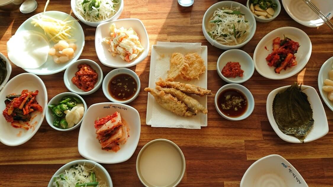 韓国でうなぎを食べる時の風景