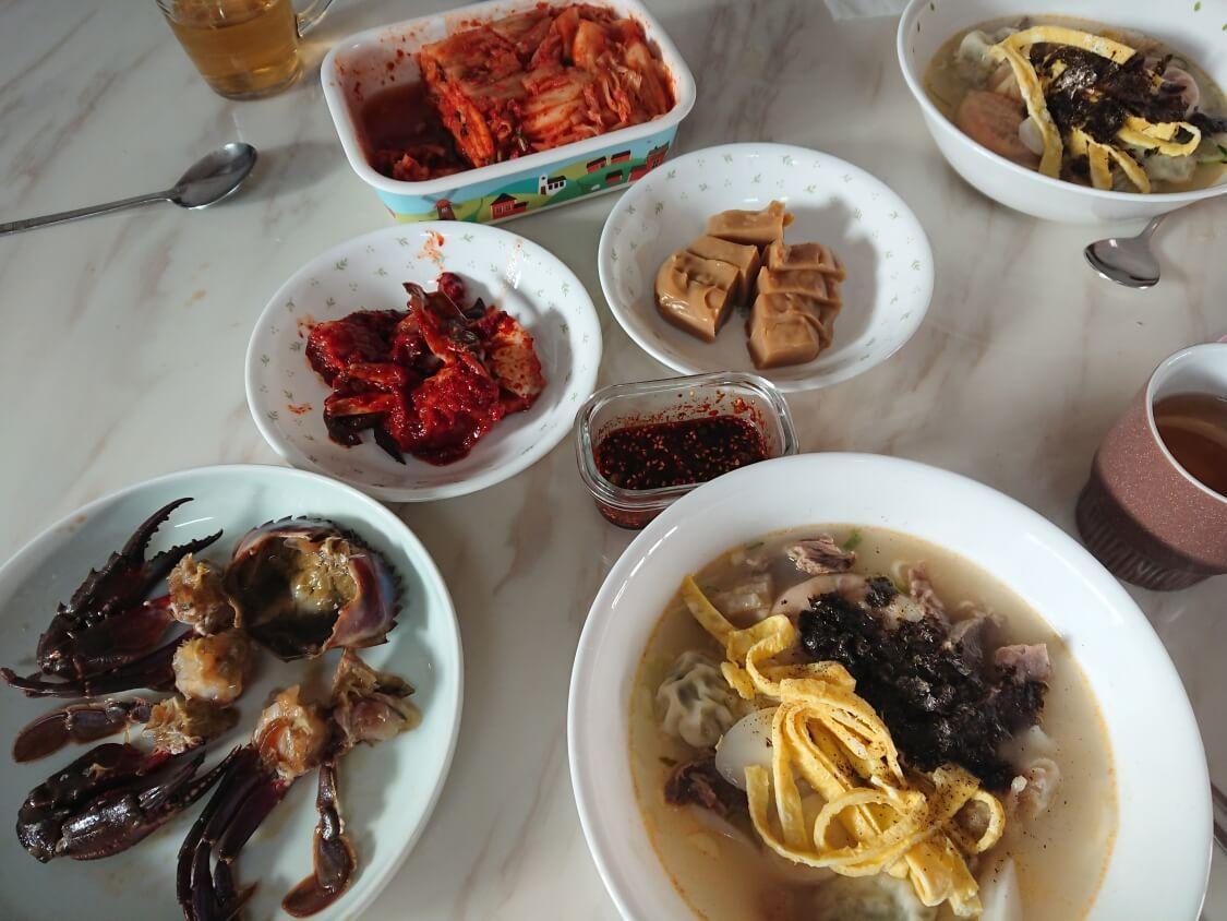 韓国料理マンドゥクッとカンジャンケジャン
