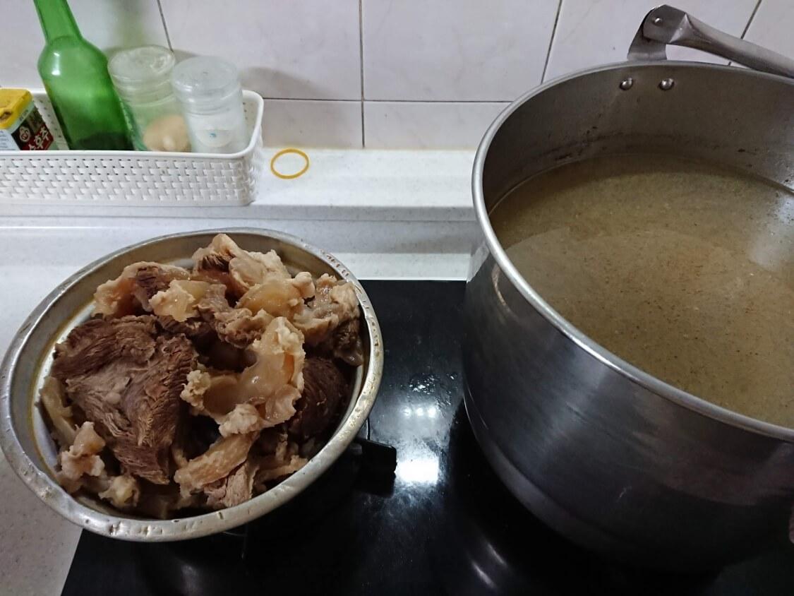 韓国料理スユク。牛肉で作ったもの