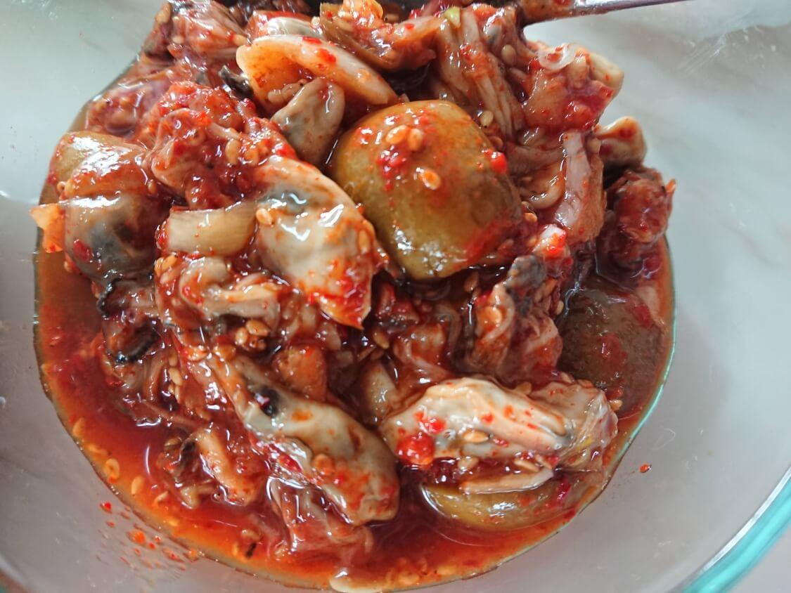 ソウル実家の食卓から。おかず(バンチャン)の種類。牡蠣の和え物