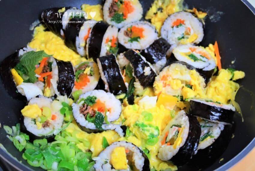 キンパの残りや具材で簡単アレンジ。韓国人のチャーハンレシピ