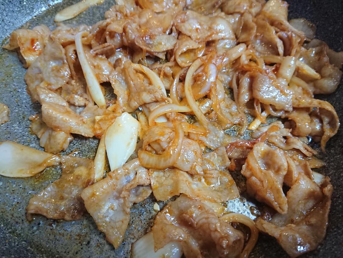レンジで簡単♪小松菜ともやしのナムルで、ビビンバの時短レシピ
