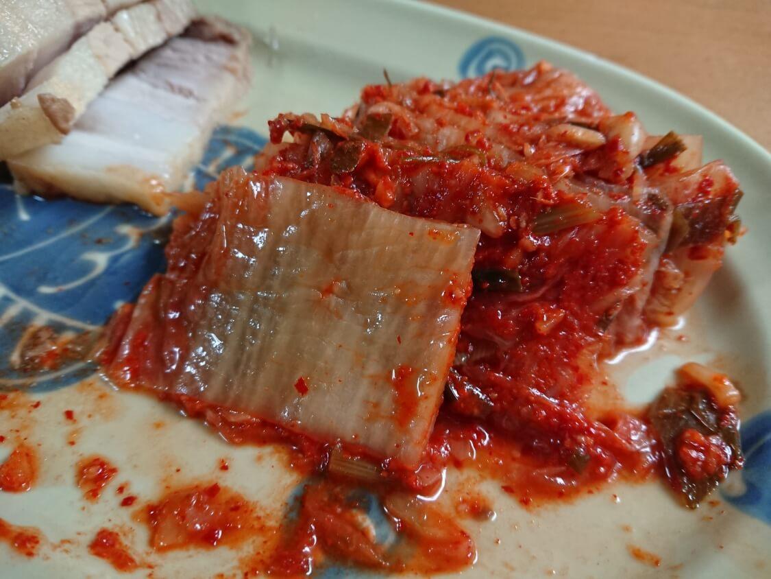 白菜キムチの綺麗な切り方と盛り付け。ポッサムに添えて