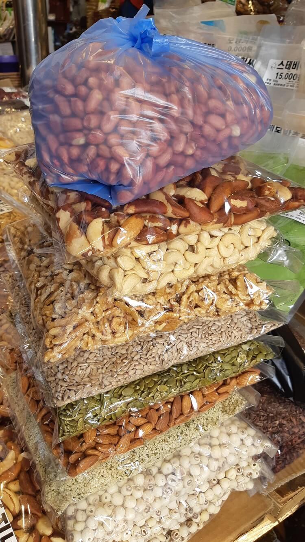 ソウルの市場で購入したナッツ類