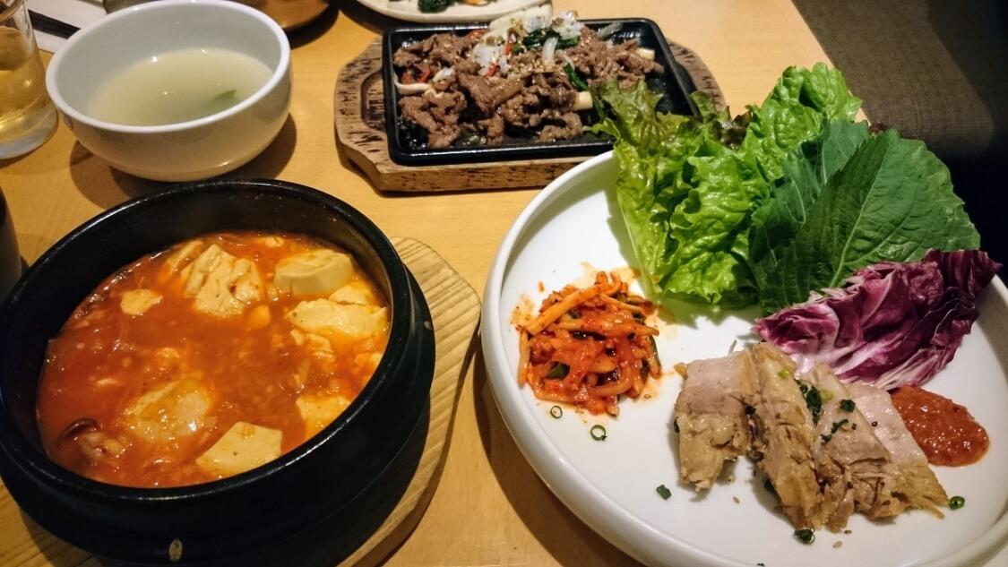韓国料理スンドゥブチゲとボサム
