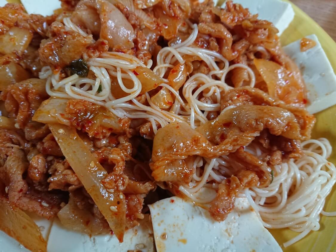 豆腐キムチのレシピ。韓国の人気おつまみメニュー♪そうめんを添えても美味しい