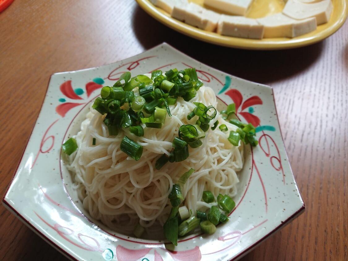 豆腐キムチのレシピ。そうめんは好みで用意します