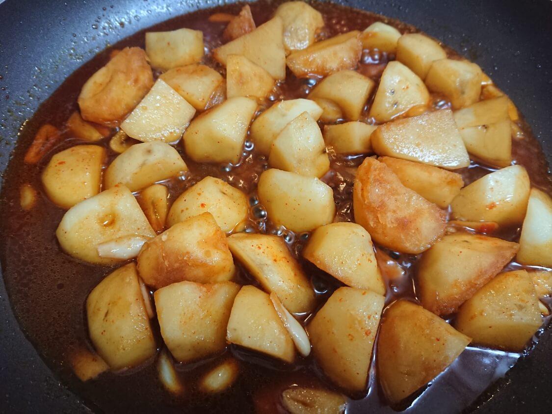 じゃがいもの煮物レシピ。味付けにコチュジャン
