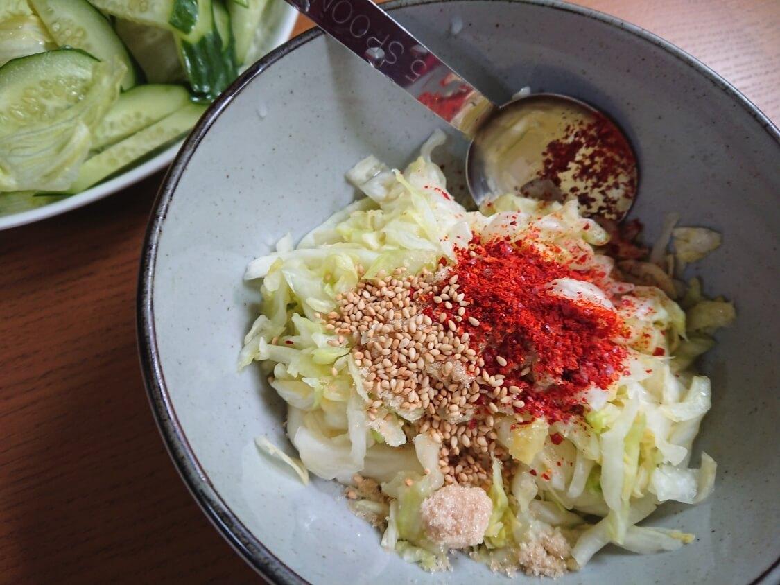 キャベツの簡単サラダキムチの韓国レシピ。材料と調味料(ヤンニョム)