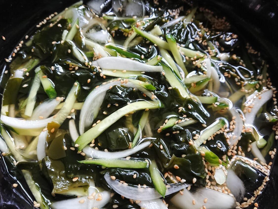 きゅうりとわかめの韓国冷製スープ(ネングク)