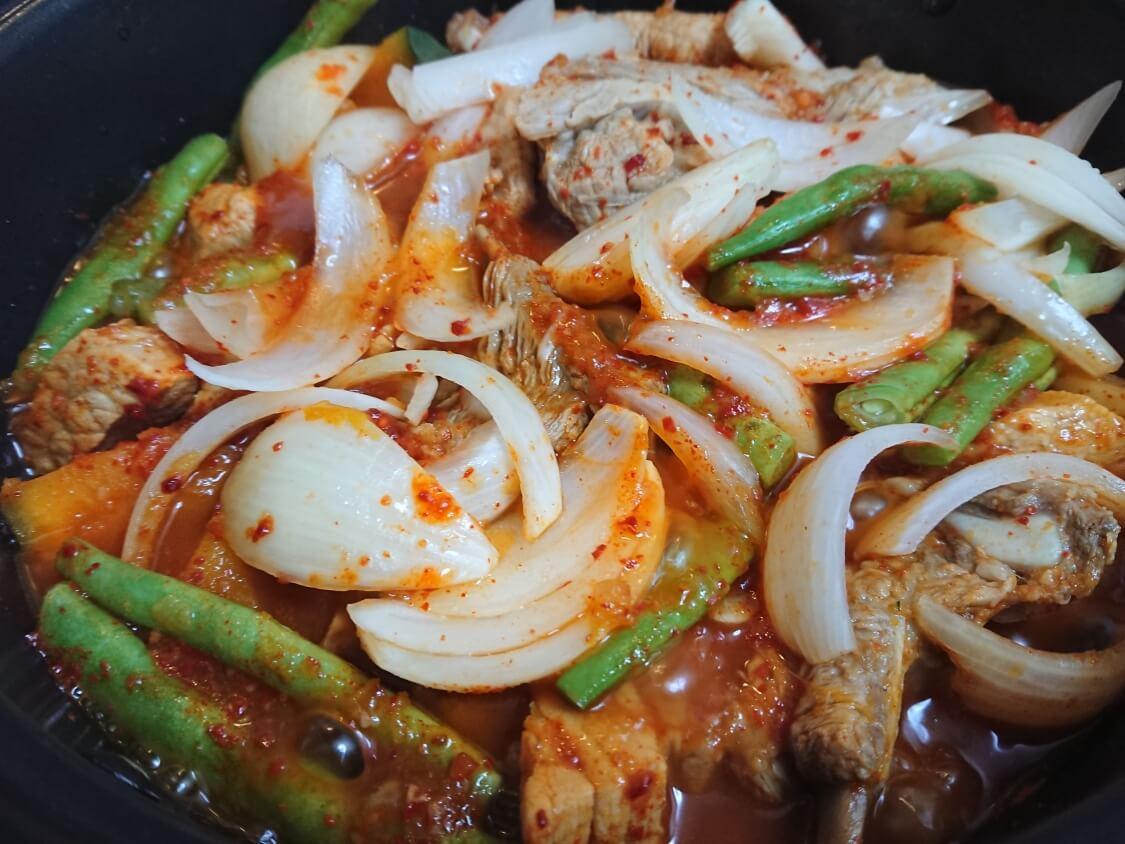 スペアリブの煮込み(韓国料理テジカルビチム)の作り方