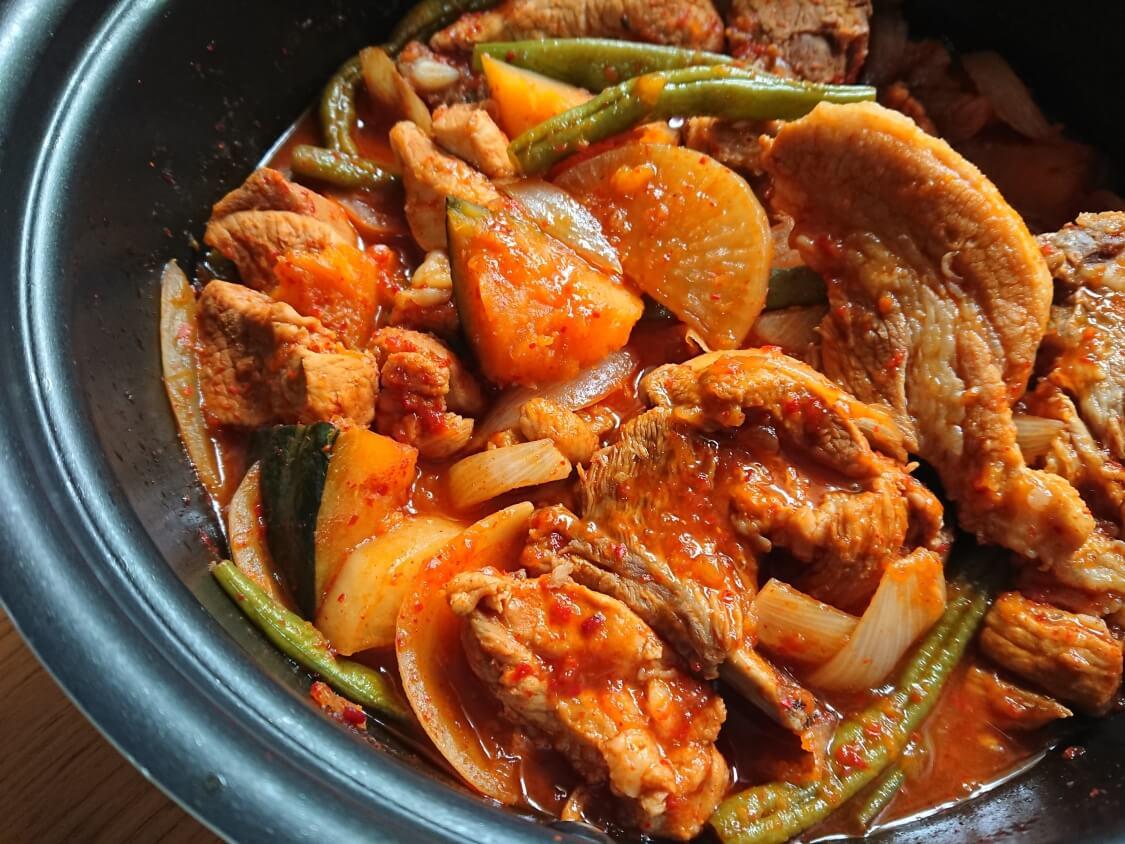 骨付きスペアリブの煮込み(韓国料理テジカルビチム)