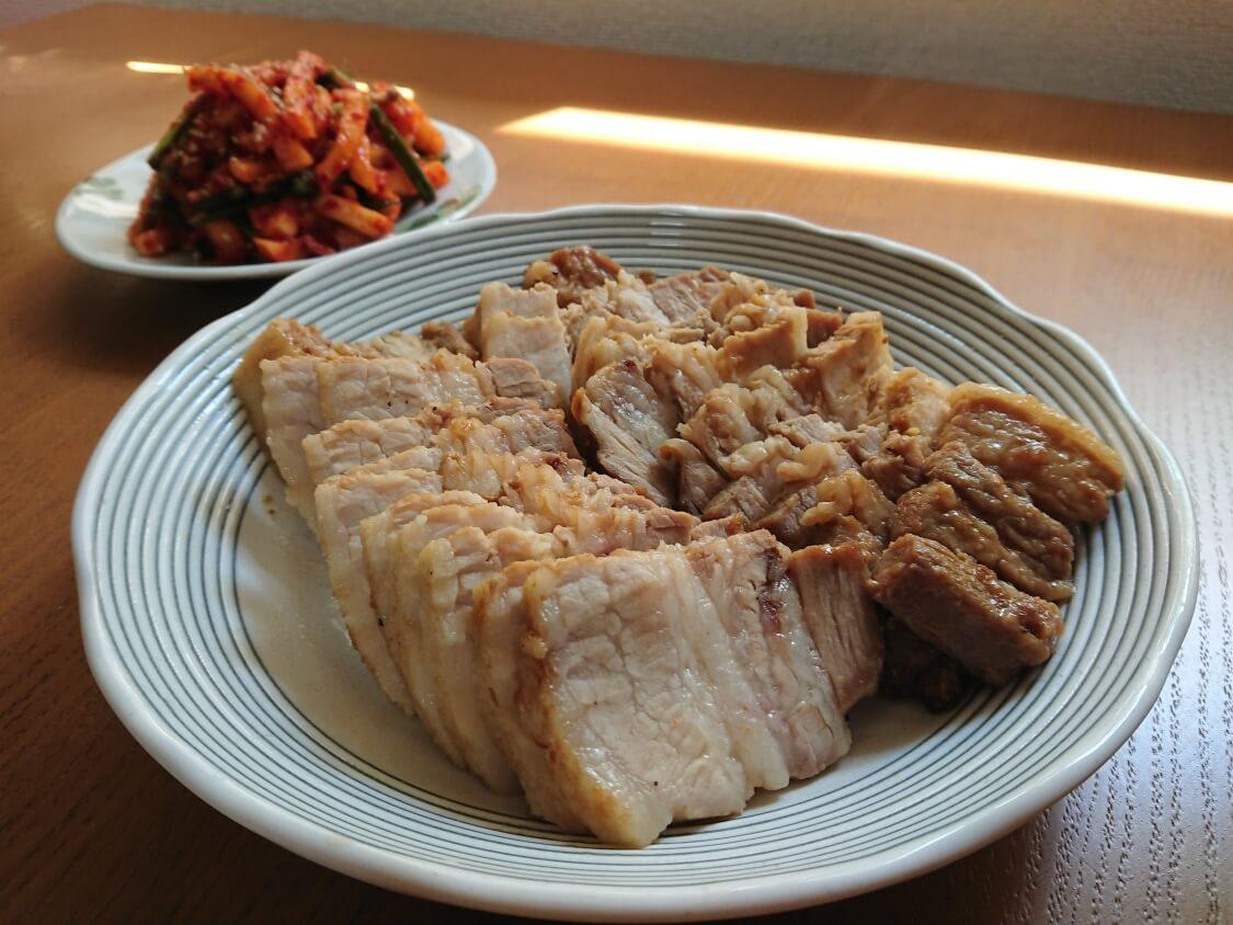 茹で豚の付け合わせにポッサムキムチ