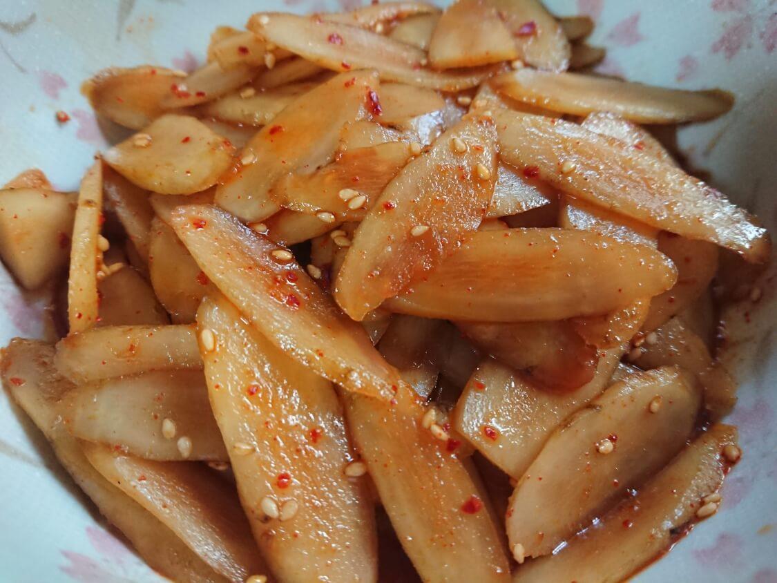 レンジで簡単!ごぼうの酢コチュジャン和えの作り方。作り置きの副菜