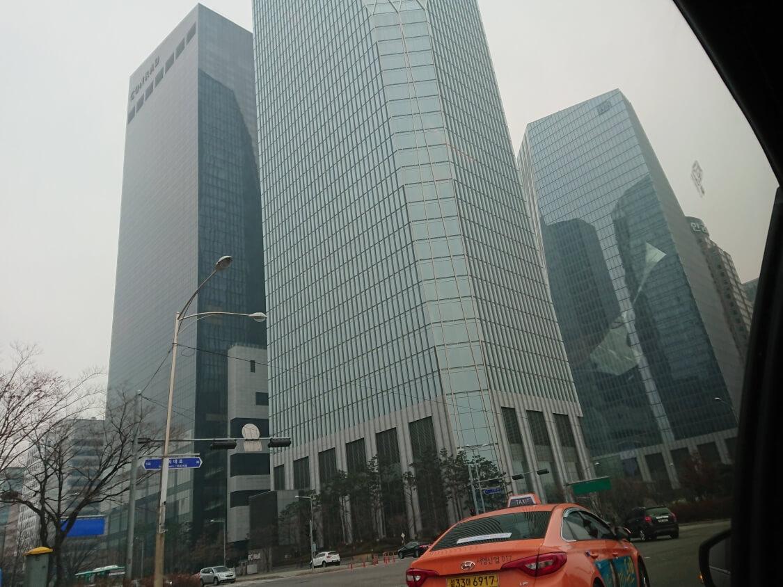 ソウル汝矣島IFCモールのビル
