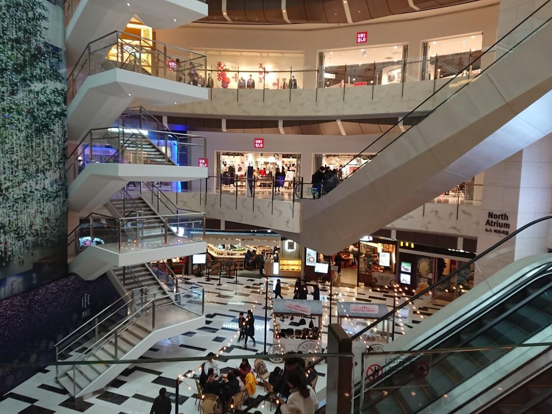 ソウル汝矣島IFCモールの風景とお店
