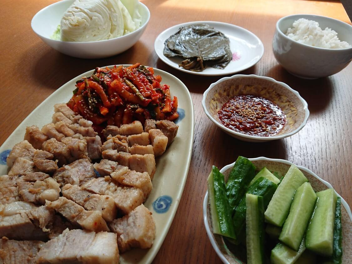丸ごと蒸しキャベツと味噌だれサムジャンの食べ方