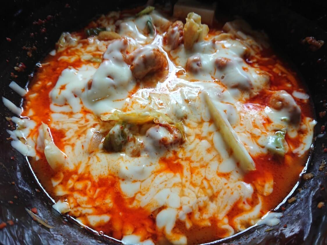 レンジで簡単!チーズタッカルビのレシピの完成。味は本格で美味しいです