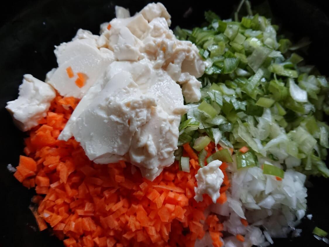 野菜たっぷり韓国風肉団子トングランテンの作り方。入る野菜と豆腐
