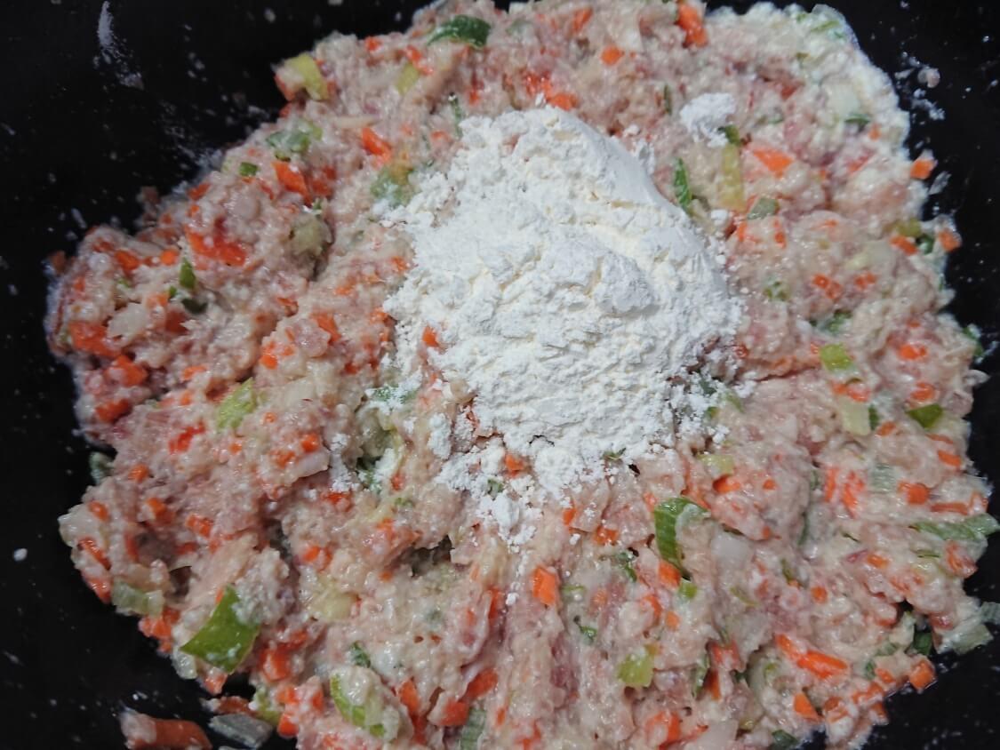 野菜たっぷり韓国風肉団子トングランテンの作り方。衣をつける