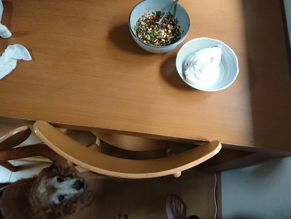 ニラ入りの万能醤油だれの作り方。食卓の風景