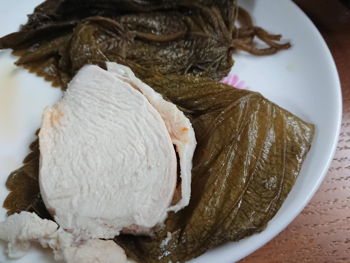 ニラ入りの万能醤油だれ。茹で鶏(蒸し鶏)のタレによく合う