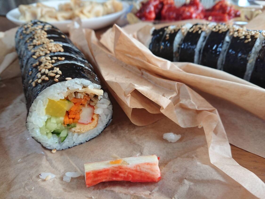 野菜たっぷりの海苔巻きキンパ