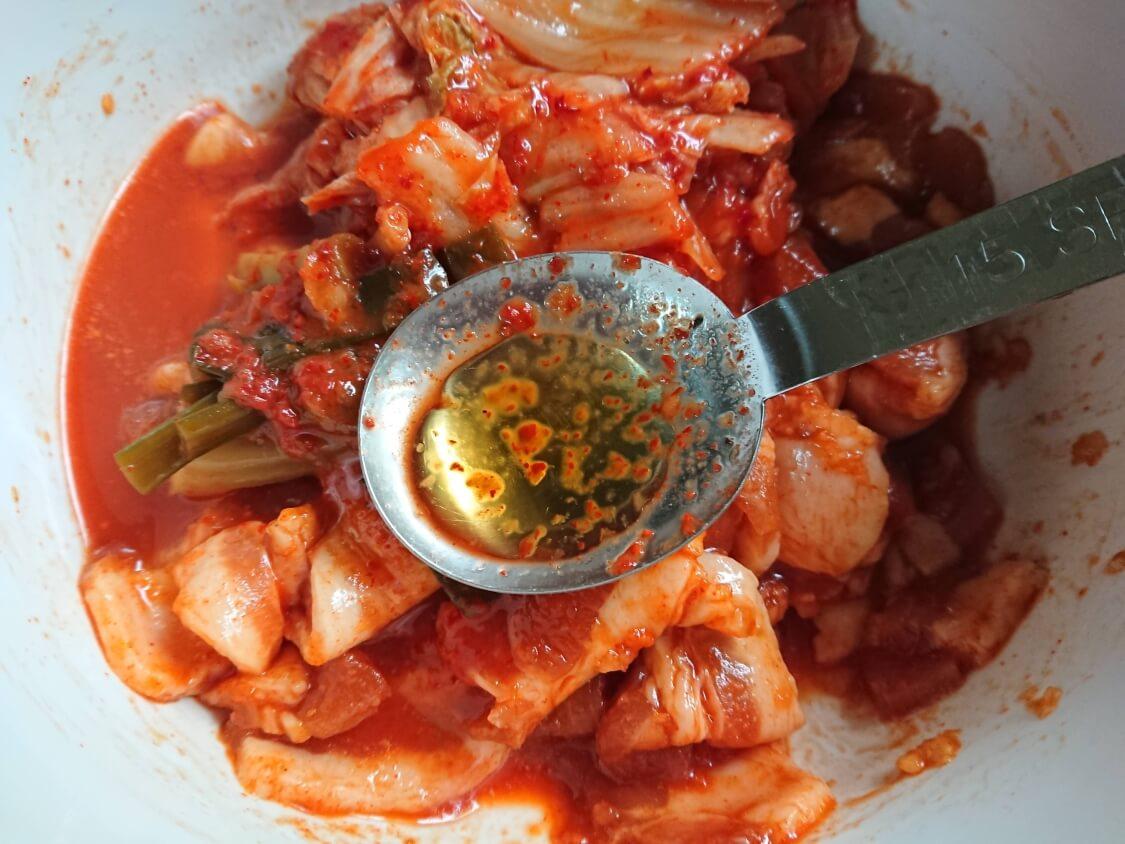 本格旨辛!豚キムチチゲの韓国人気レシピ。ヤンニョム