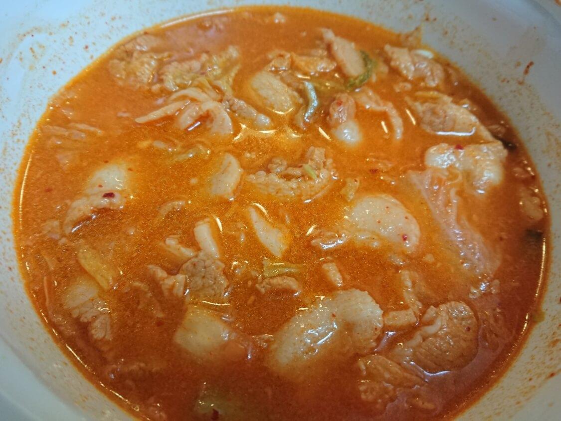 本格旨辛!豚キムチチゲの韓国人気レシピ。煮込む